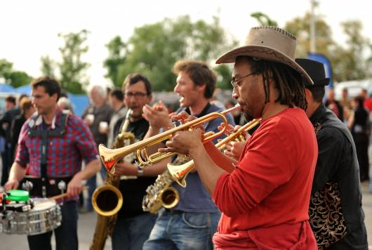 Des musiciens au Festival Moul'Stock à Charron dans le Marais poitevin