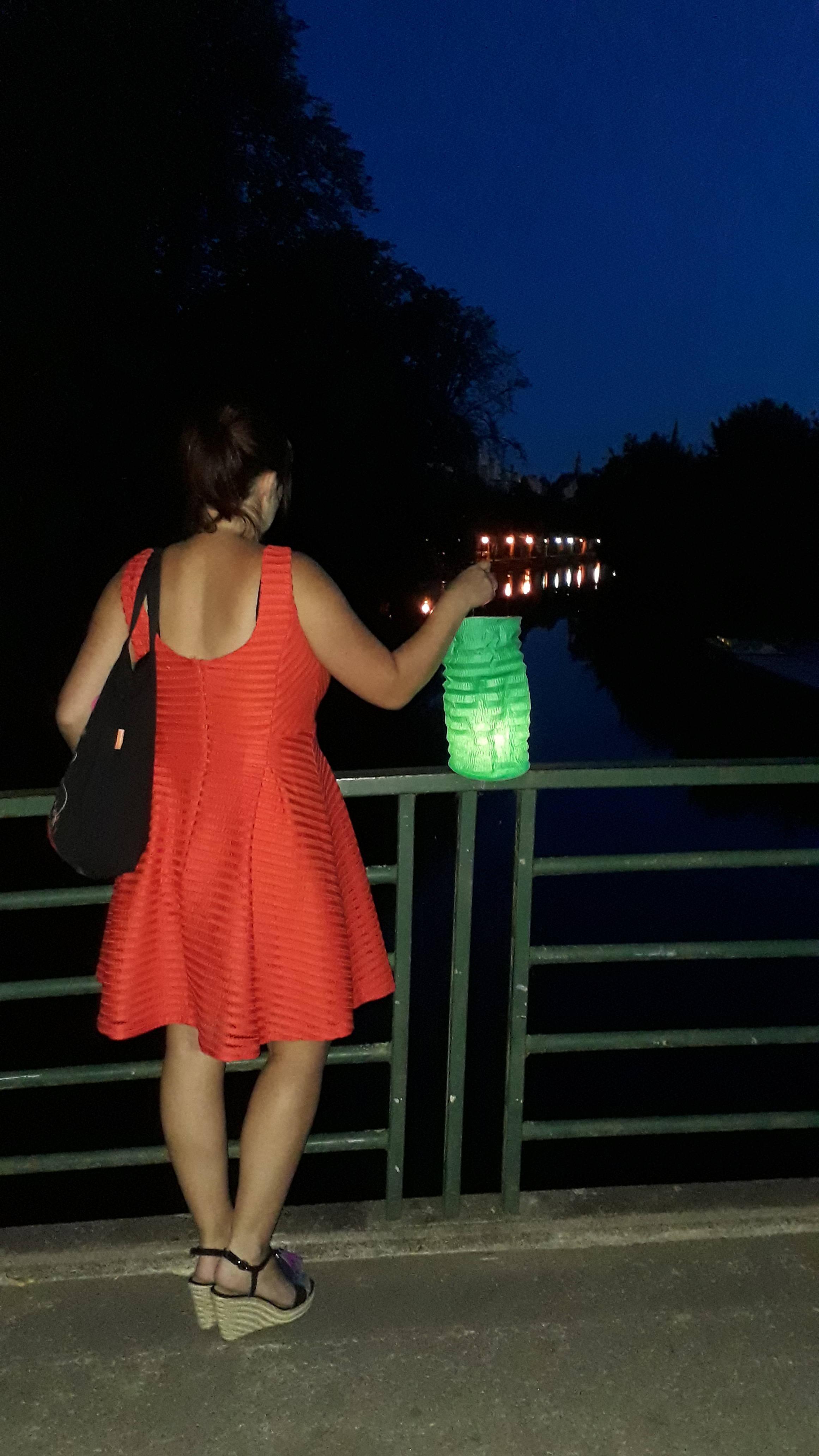 Balade aux lampions avec un guide dans la ville de Niort dans le parc naturel régional du marais poitevin