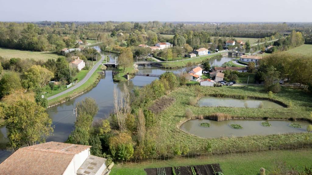 Vue aérienne paysage marais mouillé dans le Marais poitevin
