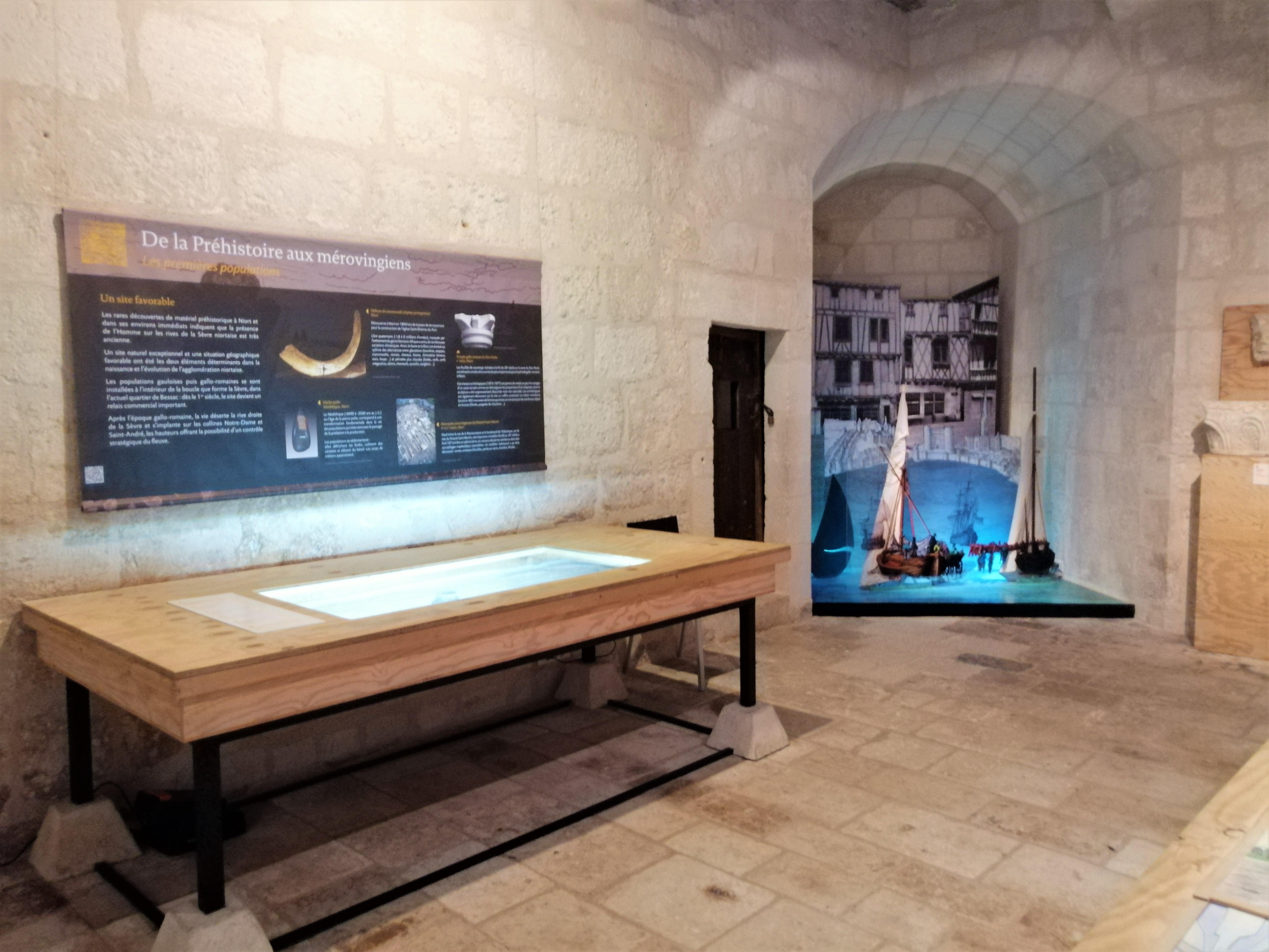 Salle intérieure du musée du donjon à Niort