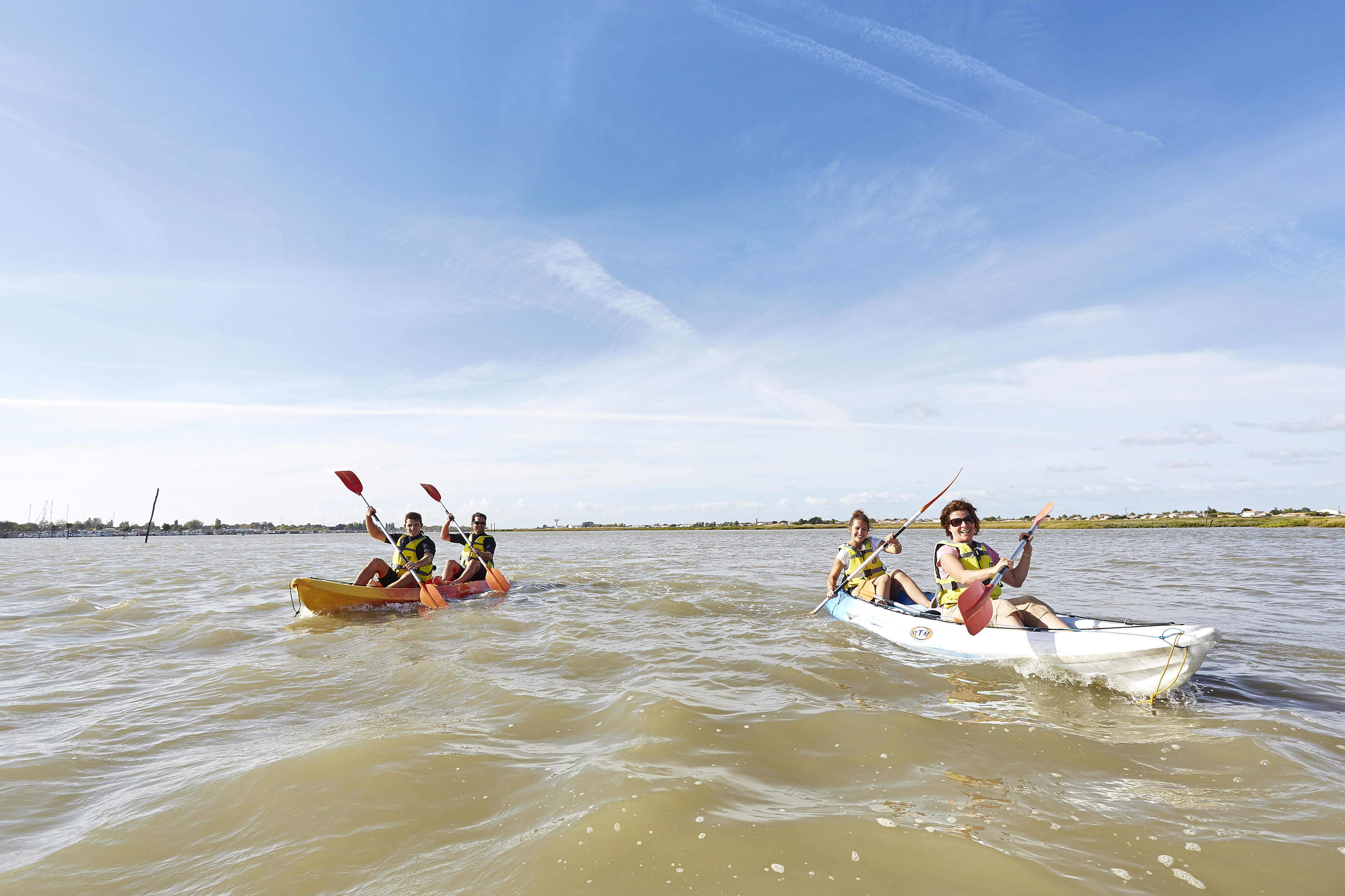 Sea kayaking hike in the bay of Aiguillon in the Marais poitevin Regional Nature Park