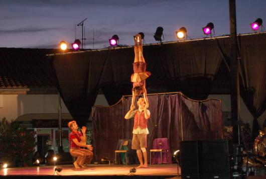 Festival Les Ricochets, animations de rue en juillet et août à Fontenay-le-Comte dans le Marais poitevin