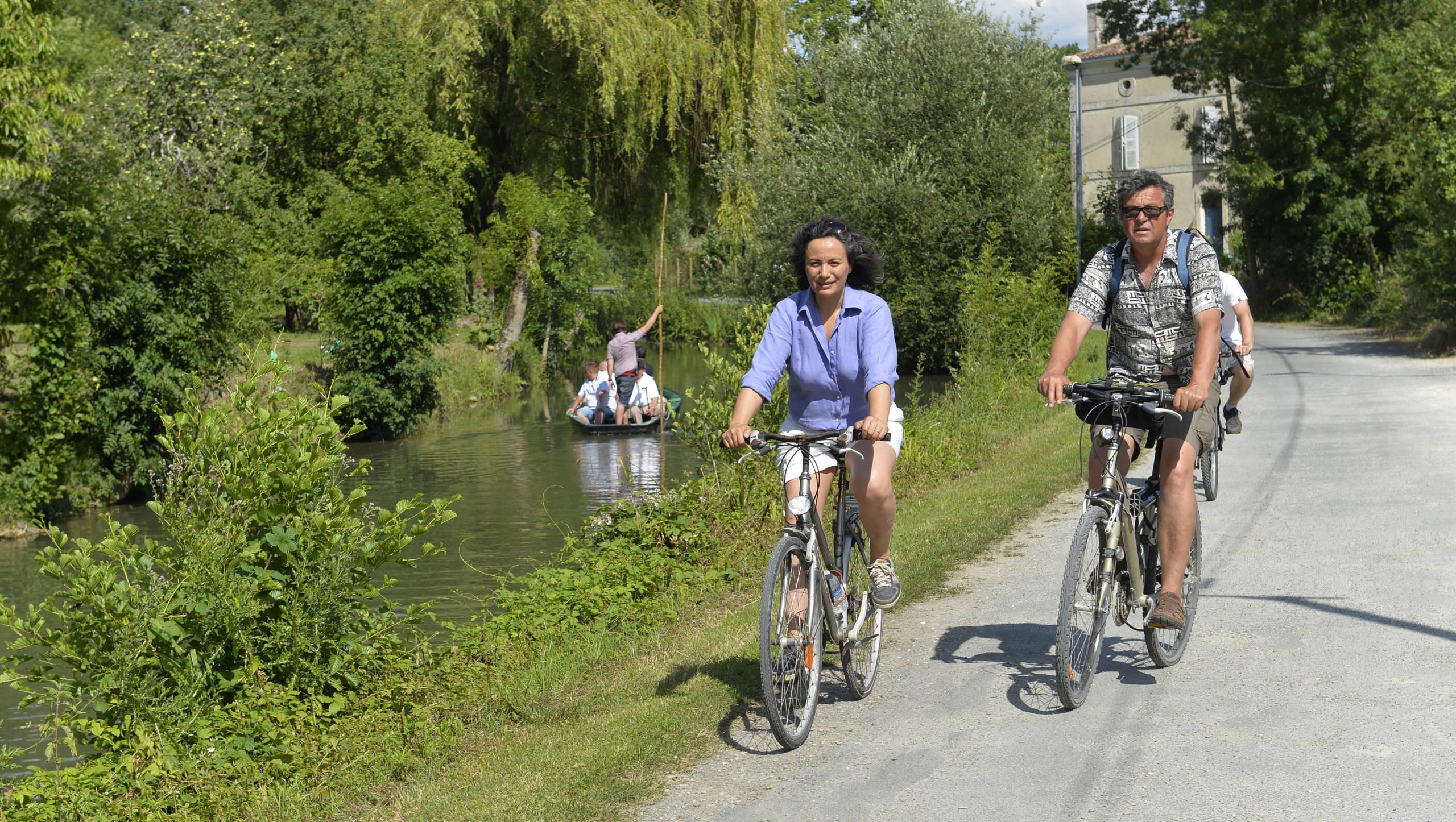 Promenade à vélo dans le Marais poitevin.