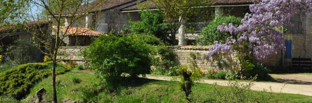 "Sainte Mégrine, an eco-friendly accommodation labelled ""Valeurs Parc Naturel Régional"" in the heart of the Marais poitevin"