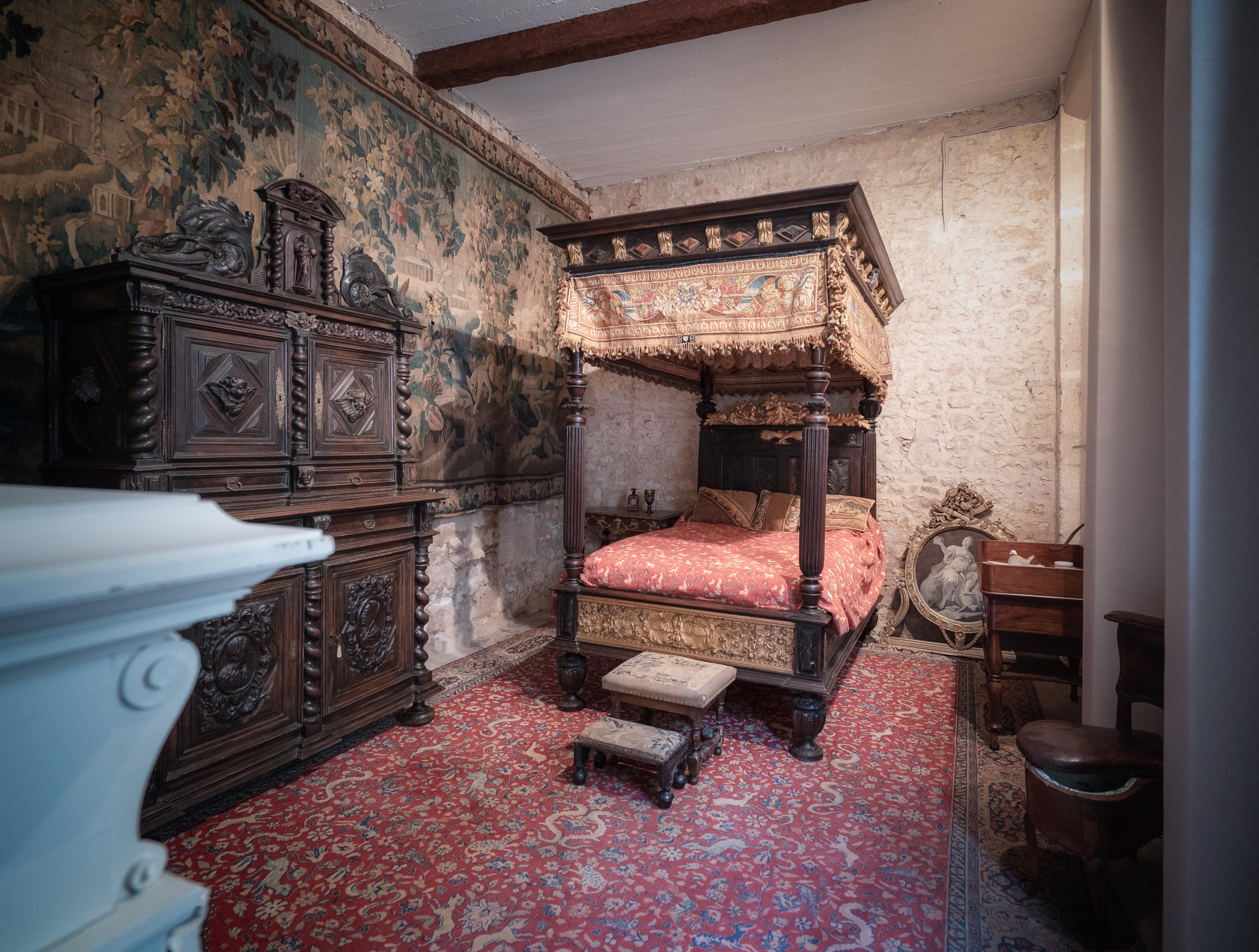 Bedroom in the castle of Terre Neuve
