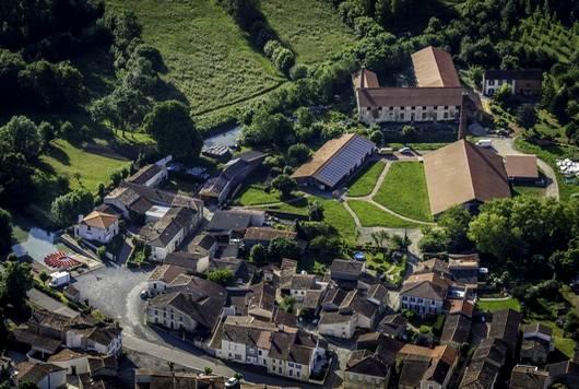 Le site de la Briqueterie à La Grève-sur-Migon dans le Marais poitevin vu du ciel
