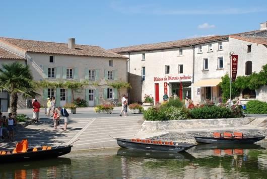 Maison du Marais poitevin à Coulon dans le Parc naturel régional du Marais poitevin - site de visite - exposition - boutique