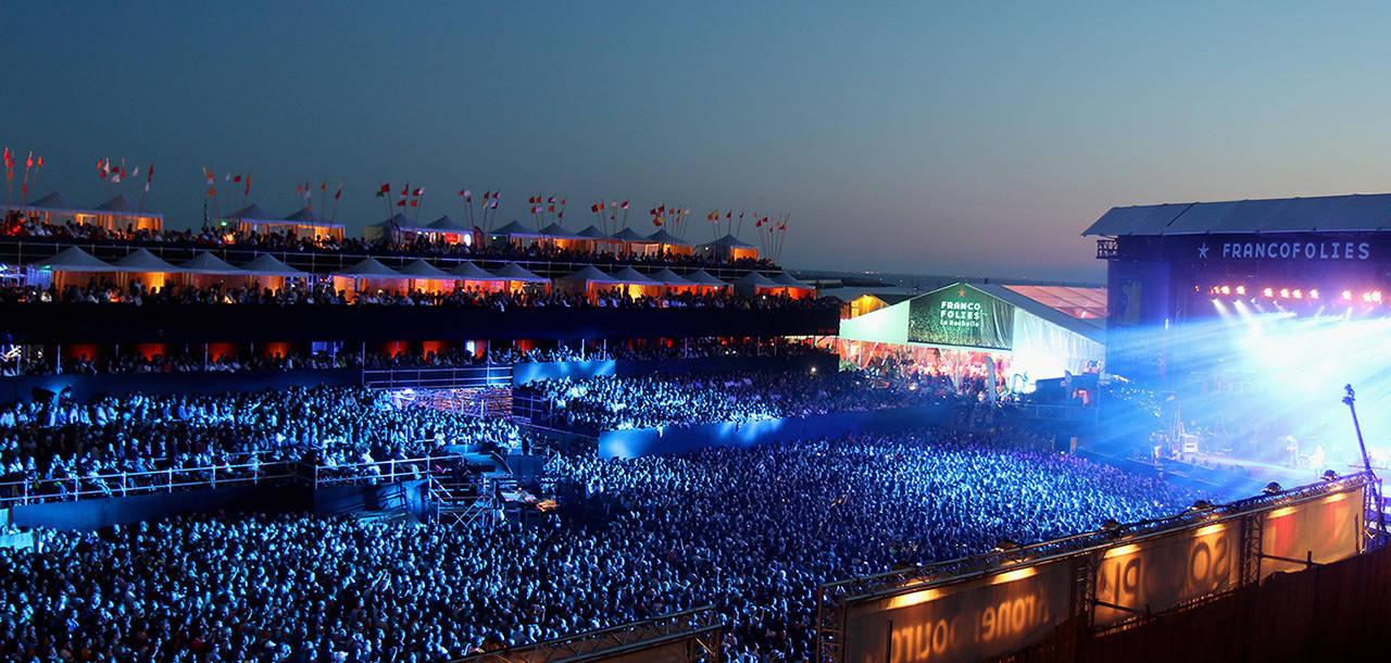 La Rochelle : la foule pour écouter les concerts des Francofolies, esplanade Saint Jean à proximité du Marais poitevin