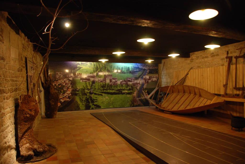 Salle batellerie de la Maison du Marais poitevin à Coulon