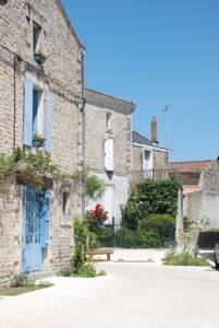 Ruelle dans le village de Coulon - Marais poitevin