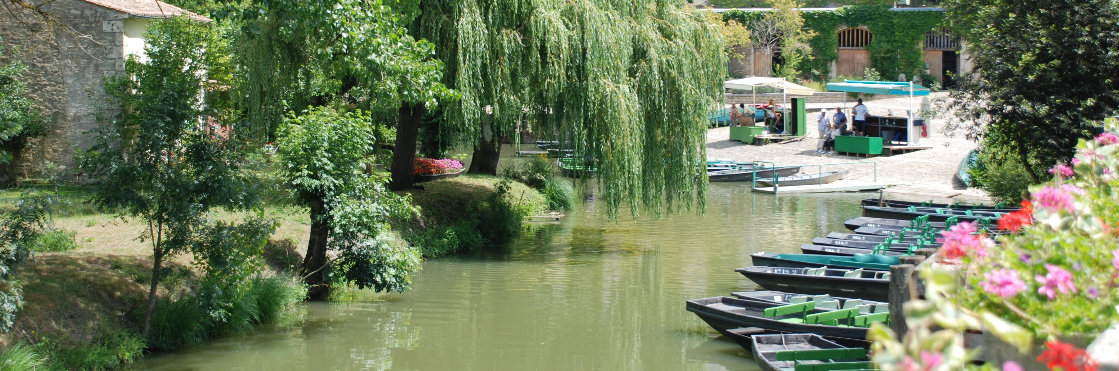 Visite d'Arçais, petit village maraichin de la Venise Verte